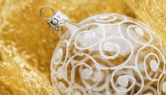 Foto pamācība rotājumam: stikla bumba ar sniegotu pārsteigumu