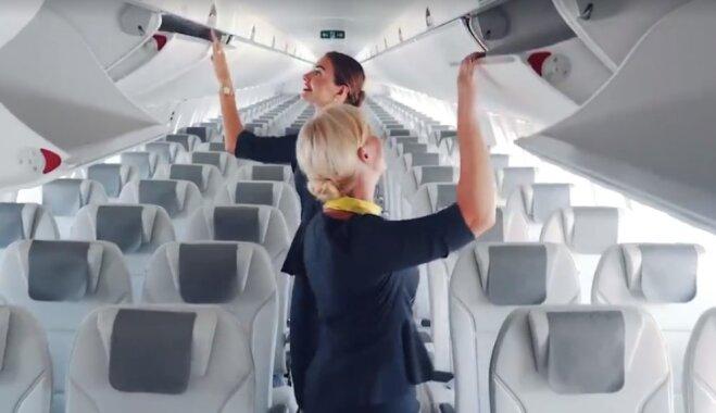 Eleganti un praktiski – 'airBaltic' prezentē jaunās apkalpes locekļu uniformas