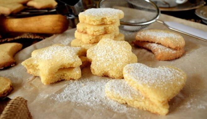 Pirmās adventes gardumi – cukursaldu cepumu receptes mājīgai svētdienai