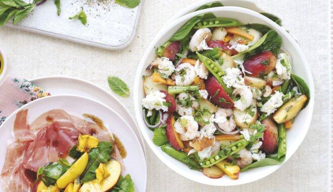 Vasarīgi salāti ar persikiem un garnelēm