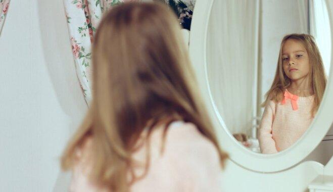 Mammas atzīšanās: ir bailīgi redzēt meitā savas bailes, šaubas un nespēju noticēt sev