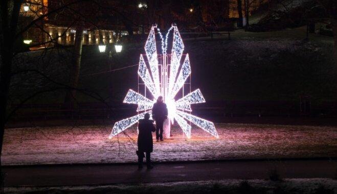 Interesantas idejas un neierastas formas: norisināsies vides objektu festivāls 'Ziemassvētku egļu ceļš'