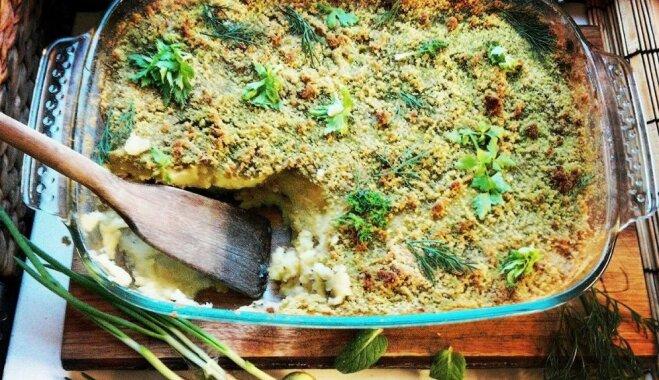 Сытная запеканка с селёдкой и хрустящей зеленой корочкой из панировочных сухарей