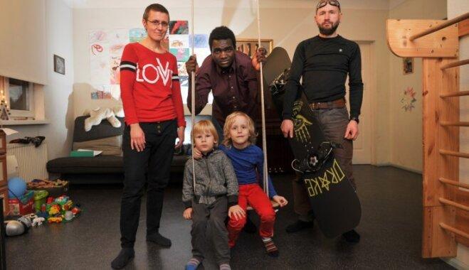 Gleznotāja Ēstere Zemīte: 'Adoptēts? Bērniem tas ir tikai stāsts'