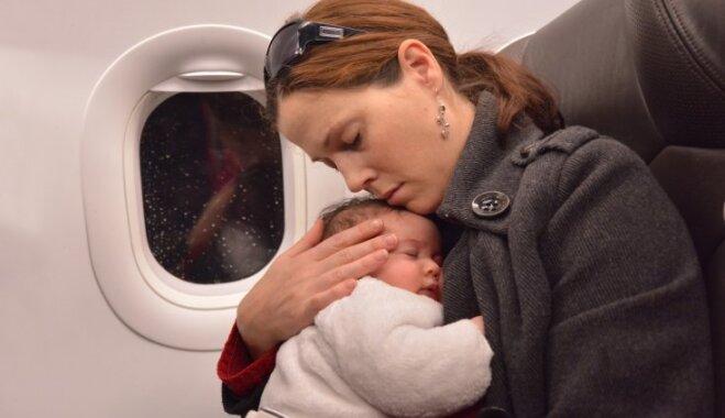 Ar zīdaini lidmašīnā: patiess un jautrs jaunās māmiņas stāsts