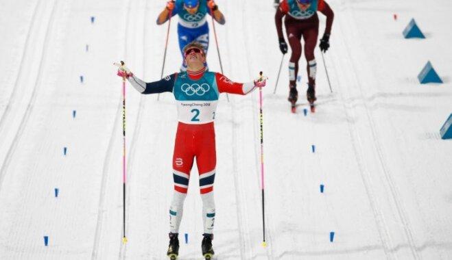 Norvēģijas un Zviedrijas distanču slēpotāji triumfē sprinta sacensībās