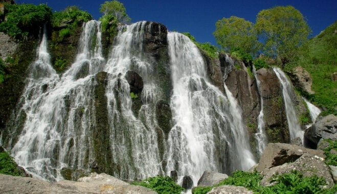 Iespaidīgs ūdenskritums Armēnijā, kuru mēdz 'izslēgt'
