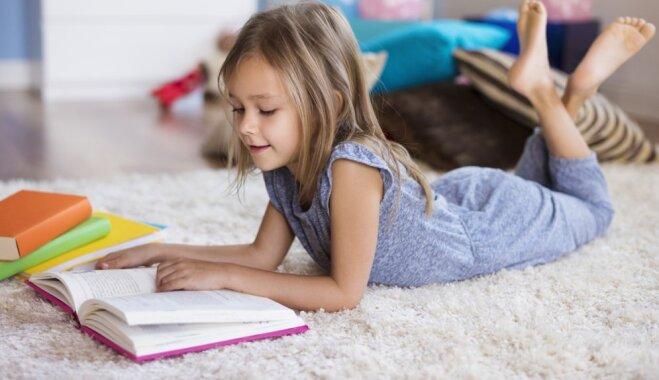 Izdevniecības iesaka 10 grāmatas, ko bērns ar prieku lasītu skolēnu brīvlaikā