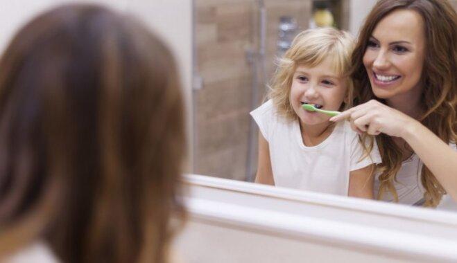 Zobu pucēšana – kad bērnam to vajadzētu veikt patstāvīgi