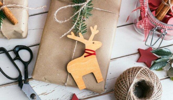 Pēdējā brīža dāvanu saiņošana: kā sarūpētos nieciņus iesaiņot bez līmlentes