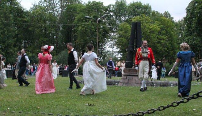 Daugavpils cietoksnī vērienīgā pasākumā atkal sastapsies Napoleona un Krievijas cara armijas