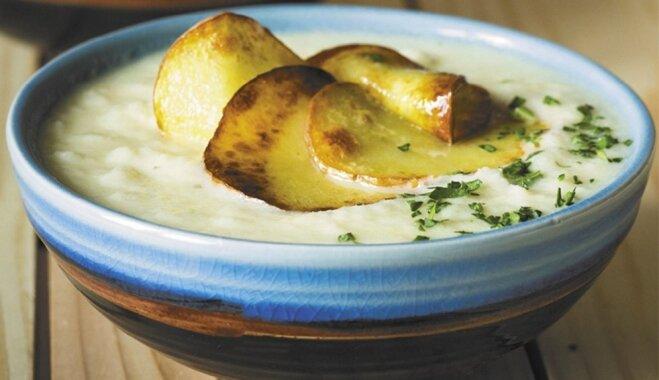 Крем-суп из цветной капусты с фасолью и картофельными чипсами