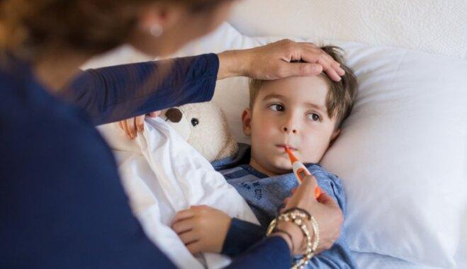Farmaceites ieteikumi, kā ziemā pasargāt bērnus no saaukstēšanās