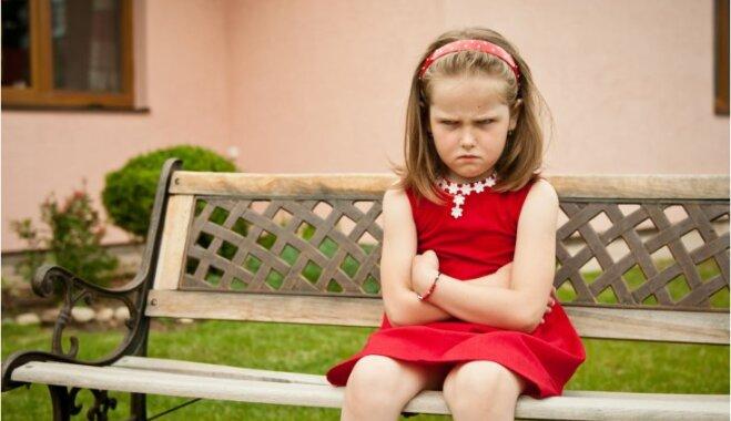Kā vecāki jauc bērna neapmierinātību ar manipulēšanu