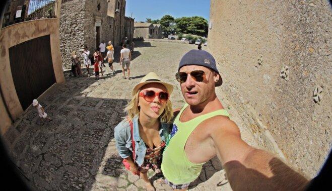 Kad mīlestības kausiņš pilns līdz malām: ceļotāju Aigas un Raimonda stāsts par ģimenes paplašināšanos