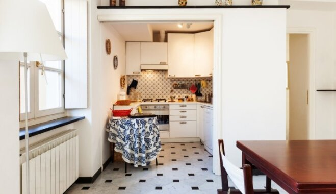 Ēdiena gatavošana šaurībā: padomu izlase, kā iekārtot mazu virtuvi