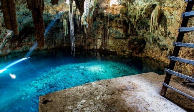 Tirkīzzili dabiskie baseini Meksikā, kas iegūlušies pazemē