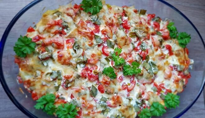 Запеканка из пельменей, помидоров и сыра
