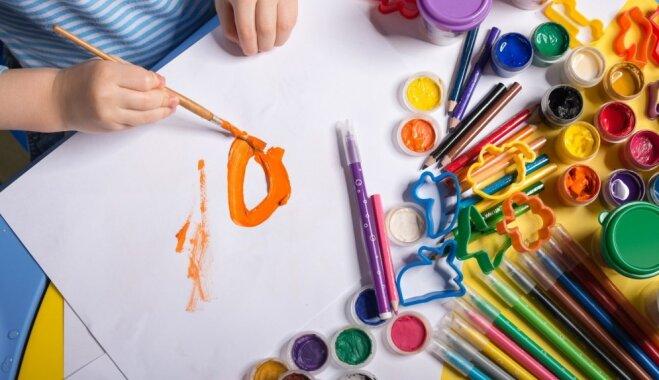 Kā bērnu pareizi slavēt par viņa mākslas darbiem un 'neatsist' vēlēšanos zīmēt