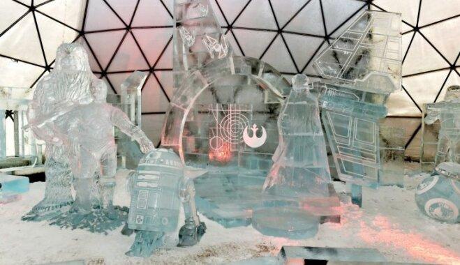Ledus iglas un skulptūras Čehijas kalnu kūrortā