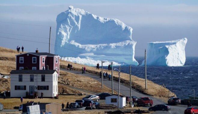ВИДЕО: Гигантский айсберг приплыл в канадскую деревню