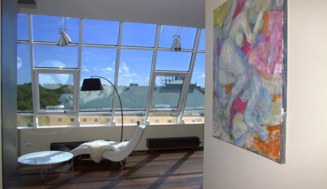 Foto: Divstāvu dzīvoklis ar skatu uz Kronvalda parka ārēm