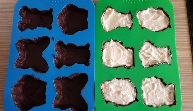 Soli pa solim: mājās gatavoti biezpiena sieriņi šokolādes glazūrā