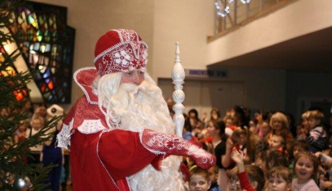 ФОТО: В Латвии гостил Дед Мороз из Великого Устюга