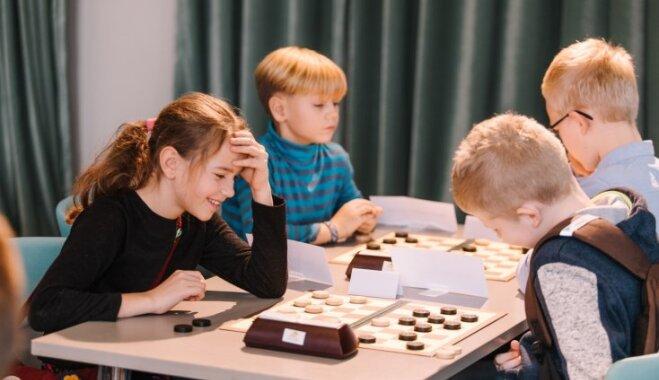 """В рамках турнира """"Domātprieks"""" награждены самые талантливые молодые игроки в шашки"""