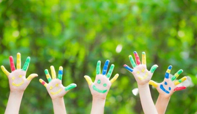 Daudz bērnu – liela laime vai milzum daudz raižu? Stāsti par kuplām ģimenēm