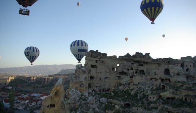 Turcijas brīnumainākais reģions – gaisa balonu un alu zeme Kapadokija