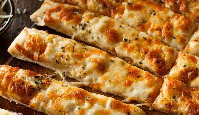 Siera cepumi – trausli un drupeni: 8 receptes sāļo našķu cienītājiem