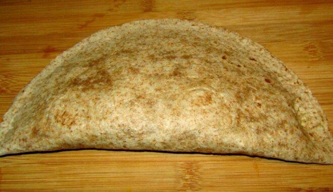 Фальшивый чебурек с грибами, паприкой и сыром для тех, кто считает калории