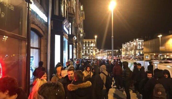 В Москве за сутки до старта продаж выстроилась очередь за iPhone X; место в ней продают за €600