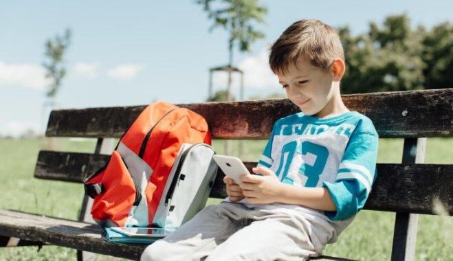 Британские ученые: время, проведенное детьми у экранов, не влияет на сон