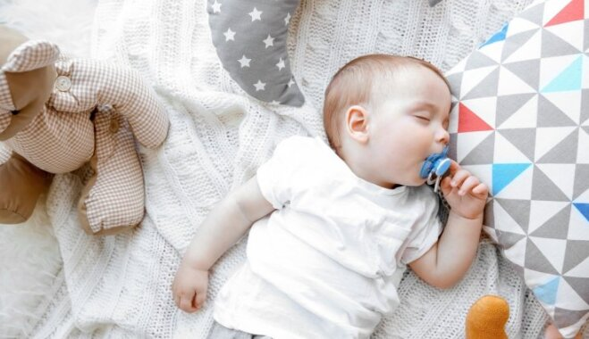 Knupīša lietošana samazina zīdaiņu pēkšņās nāves sindroma risku; citādāks skatījums par māneklīša lietošanu