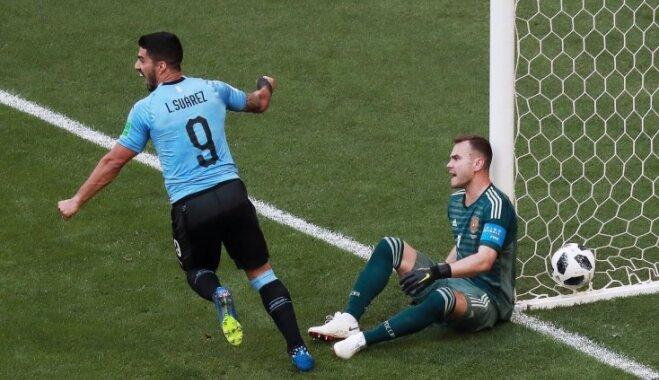 Urugvaja pārliecinoši sakauj PK mājinieci Krieviju un grupā izcīna pirmo vietu