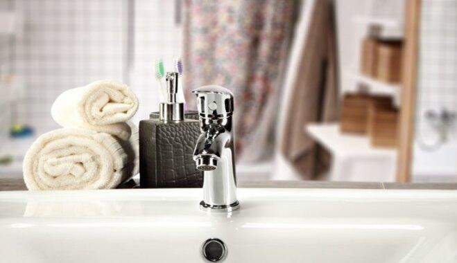 Обои, этажерка, черный кран: 29 идей для быстрого преображения ванной комнаты
