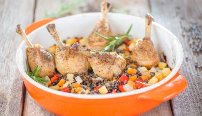 Куриные ножки с черной фасолью и овощное соте