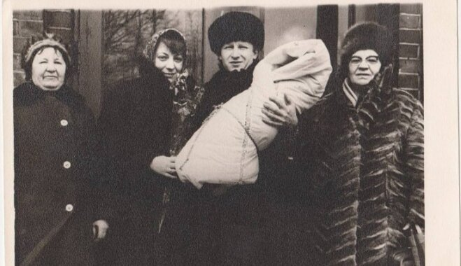 ФОТО. Рижский роддом через фотографии рассказывает истории разных семей