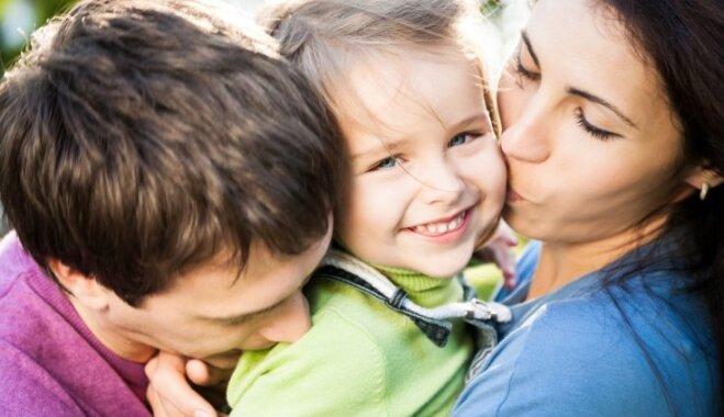 Raud, neēd un neklausa: iedarbīgas tehnikas un frāzes, kas vecākiem palīdzēs ikdienas solī