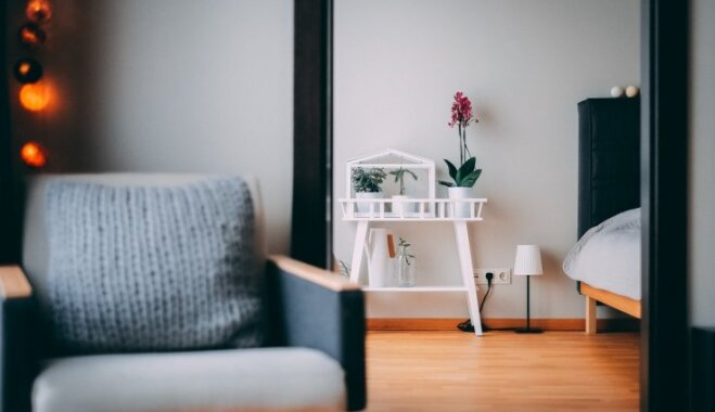 Minimālisms latviešu gaumē – izlase ar atturīga dizaina dzīvokļiem