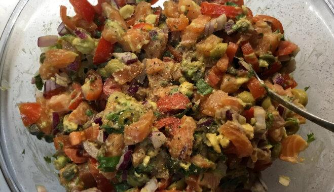 Салат с соленым лососем