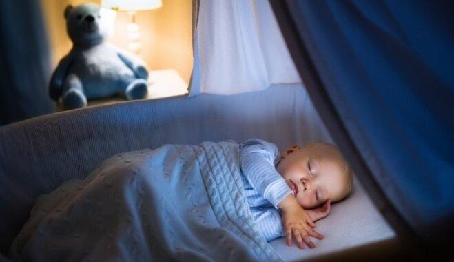 Četri vienkārši, bet efektīvi padomi, kā palīdzēt mazulim nogulēt visu nakti