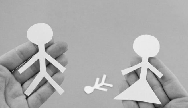 Daudzbērnu mamma: šķiršanās procesā nevar 'turēties' tikai pie likuma burta