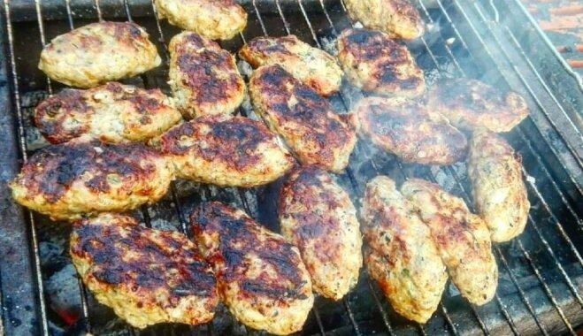 Soli pa solim: uz grila cepti, sulīgi tītara gaļas kebabi
