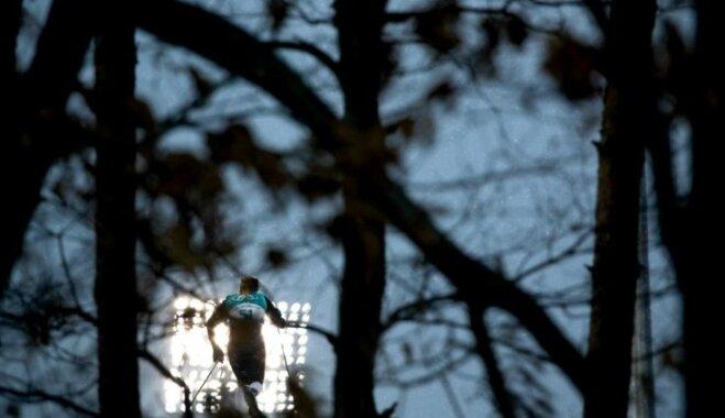 Latvijas distanču slēpotāji Phjončhanas spēļu sprintā ieņem pozīcijas septītajā desmitā