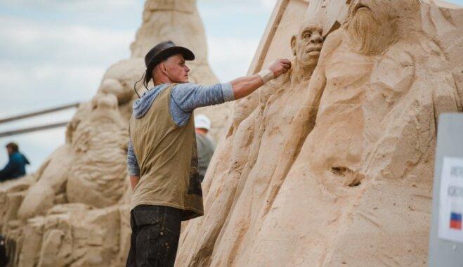ФОТО. Елгава готовится к фестивалю песчаных скульптур (он пройдет 9-10 июня)