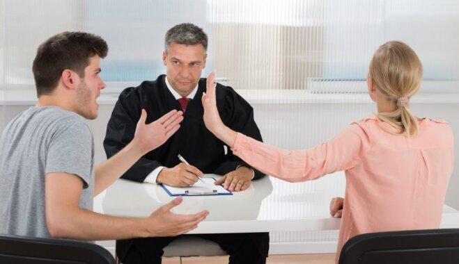 Kad vecāki ir 'ku-kū': desmit problēmas bērnu tiesībās advokātu skatījumā