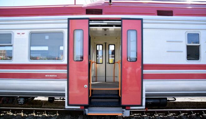 Daudzbērnu ģimenes 11. un 18. novembrī bez maksas varēs braukt visos vilcienu maršrutos